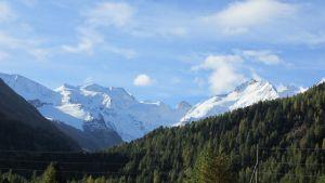 Mitte: Piz Palü 3.900m, rechts: Piz Bernina 4.048m