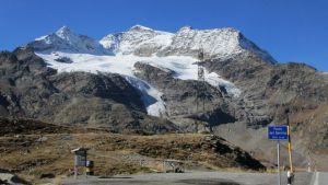 Bernina Pass 2.330m mit Piz Arlas (3.440m)